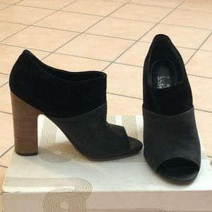 Ankle boot with peep toe